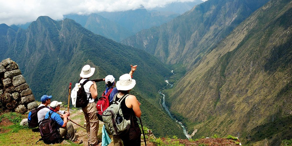 inca trail peru uitzicht met wandelaars